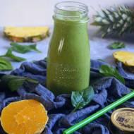Jogurtowy zielony koktajl z ananasem