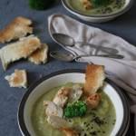 Zupa brokułowa z grillowanym kurczakiem i czarnuszką