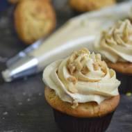 Muffiny, orzechowe babeczki z masłem orzechowym