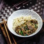 Kantońskie stir fry z łaty wołowej – z aksamitnym sosem i jajkiem