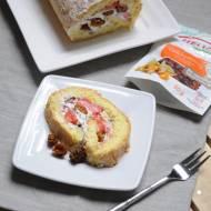 Rolada biszkoptowa z mascarpone, truskawkami i miechunką