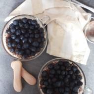 Tiramisu z białą czekoladą i borówkami