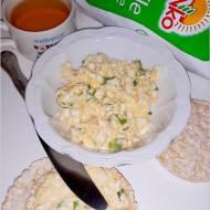 Lekka pasta z czosnkiem na waflach ryżowych