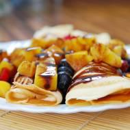 FIT naleśniki waniliowe z sałatką owocową