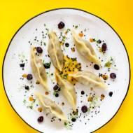 Pierogi gyoza z pieczoną kaczką i sosem z suszonych owoców