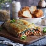 Rolada ziemniaczana z mięsem, serem i szpinakiem / Cheesy potato roll with meat and spinach
