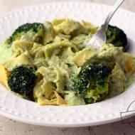 Makaron z sosem serowo-brokułowym