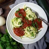 Spaghetti z cukinii z sosem pomidorowym (dieta dr Dąbrowskiej)
