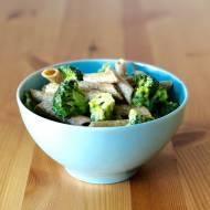 Z jednego gara: Makaron z brokułem i sosem alfredo