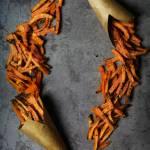 Chrupiące frytki z batatów – pieczone! (3 składniki)