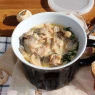 Gulasz z indyka z pieczarkami i delikatnym sosem serowym