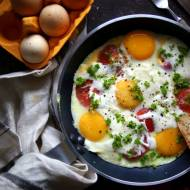 Jajecznica po chłopsku  z pomidorami