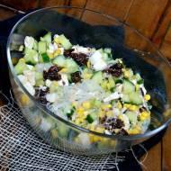 Sałatka z zielonym ogórkiem i makaronem ryżowym