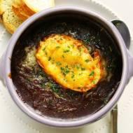Zupa cebulowa na czerwonym winie