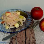 Sałatka z marynowana cebulą