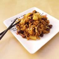 Smażony ryż z fasolą i ananasem