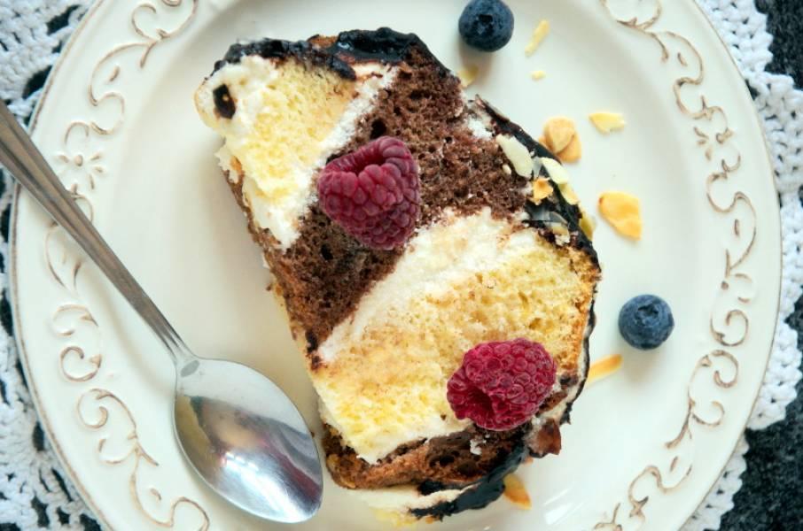 Metrowiec – dwukolorowe ciasto z kremem