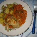 Skrzydełka pieczone z ziemniakami i marchewką