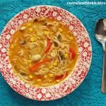 Tajska zupa z kurczakiem i warzywami