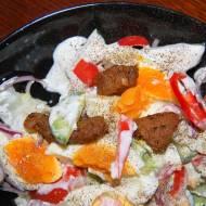 Sałatka jajeczna ze smażona wieprzowiną