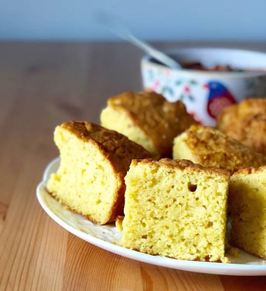 Chlebek kukurydziany na śmietanie