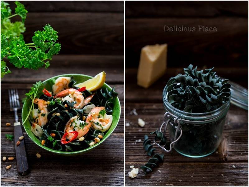 Makaron z algami morskimi z krewetkami / Pasta with sea algae with shrimps