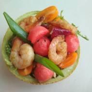 Sałatka z krewetkami i sosem imbirowym