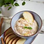 Orzechowo-jogurtowy dip do owoców – kremowy i aksamitny