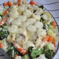 Zapiekane naleśniki z parówkami i warzywami