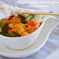 ,,Warzywa azjatyckie z makaronem ryżowym''