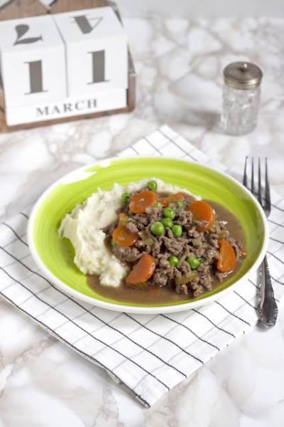 Sos z mielonej wołowiny z ziemniakami