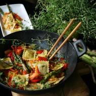Ravioli z warzywami z woka