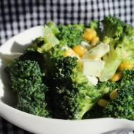 sałatka z brokuła, jajka i kukurydzy