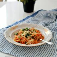 Makaron bucatini w sosie pomidorowym z boczkiem