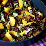 Dziki ryż z warzywami i mango
