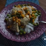 Kurczak w zielonym curry z makaronem ryżowym