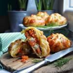 Sakiewki z karmelizowaną marchewką, fetą i ziołami