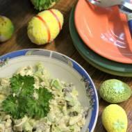 Wielkanocna sałatka jajeczna z porem i pieczarkami