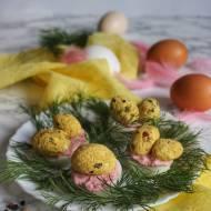 Wielkanocne jajka z mascarpone, curry i chrzanem
