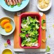 Przepis na lunch boxa do pracy! Pieczony indyk z sałatką na słodko.
