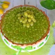 Tarta z winogronem i zieloną galaretką