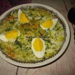 Zupa ogórkowa z dodatkiem jajka
