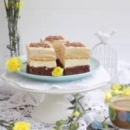 Ciasto z kremem chałwowym, biszkoptami i kawową pianką.