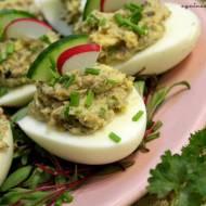 Jajka faszerowane wędzonymi szprotkami