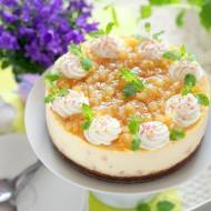 Sernik z karmelizowanymi gruszkami