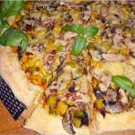 Prosta domowa pizza z kolorowym farszem