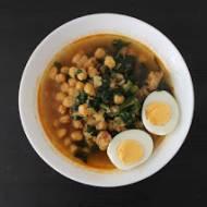 Potaje de Vigilia - andaluzyjska zupa wielkopostna z ciecierzycą, dorszem i szpinakiem