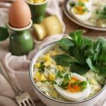 Wiosenna sałatka jajeczna z awokado, kukurydzą i roszponką