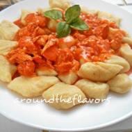 Kurczak w sosie paprykowo pomidorowym