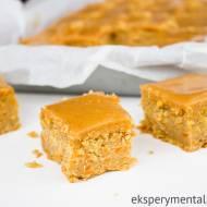 Bezglutenowe ciasto marchewkowe z masłem orzechowym